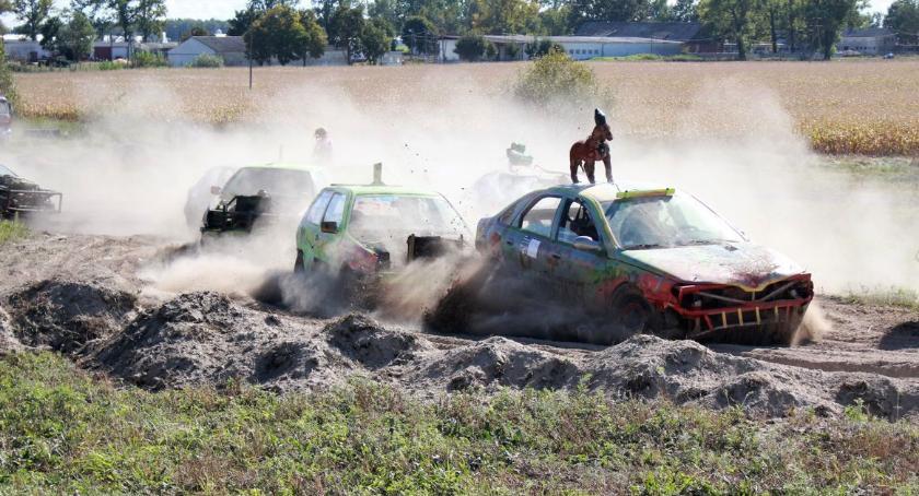 Motoryzacja, gminie Glinojeck odbyły wyścigi wraków [fotorelacja] - zdjęcie, fotografia