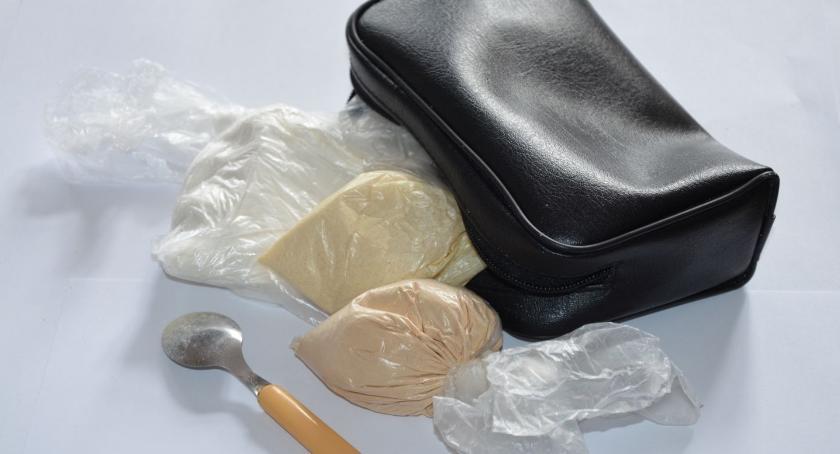 Sprawy kryminale , letnia kobieta zatrzymana znaczną ilością narkotyków - zdjęcie, fotografia