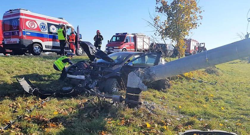 Wypadki drogowe, osoby ranne zderzeniu osobówek [zdjęcia] - zdjęcie, fotografia