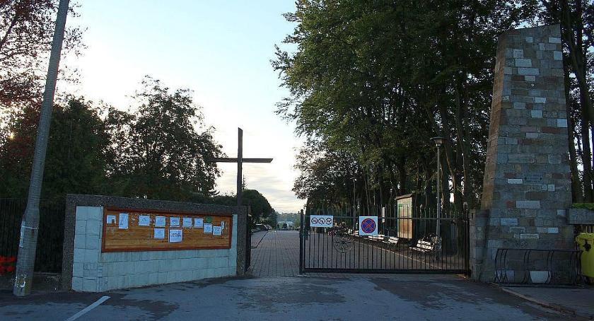Kościół, Uroczystość Wszystkich Świętych cmentarzach Ciechanowie powiecie - zdjęcie, fotografia