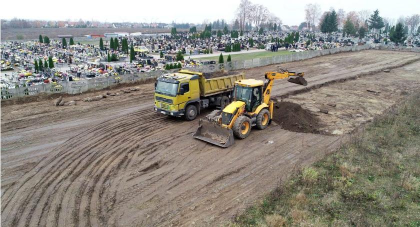 Inwestycje, cmentarzu Ciechanowie kończą miejsca Ruszyła rozbudowa - zdjęcie, fotografia