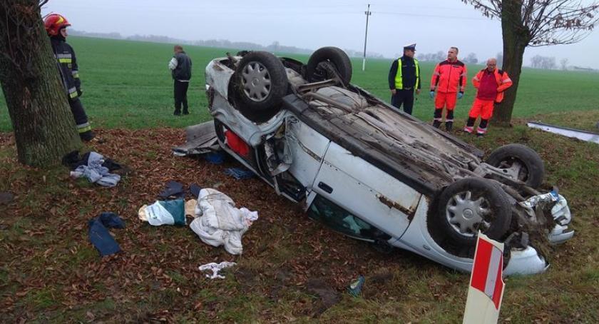 Wypadki drogowe, dachował Ciechanowem Kierowca oddalił miejsca zdarzenia [zdjęcia] - zdjęcie, fotografia