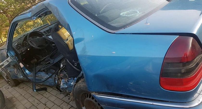 Wypadki drogowe, Mazda uderzyła Mercedesa Zginął kierowca [zdjęcia] - zdjęcie, fotografia