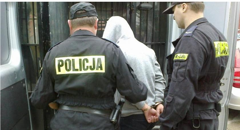 Poszukiwani/Zaginieni, Pięć osób ściganych listami gończymi rękach ciechanowskiej policji - zdjęcie, fotografia