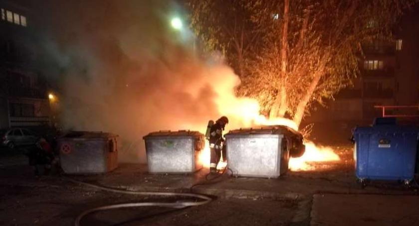Pożary, osiedlu Aleksandrówka spłonął samochód [zdjęcia] - zdjęcie, fotografia