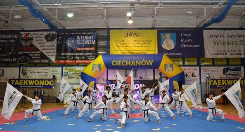 Taekwondo, Pokaz taekwondo Kukkiwon przyciągnał tłumy ciechanowian [zdjęcia] - zdjęcie, fotografia