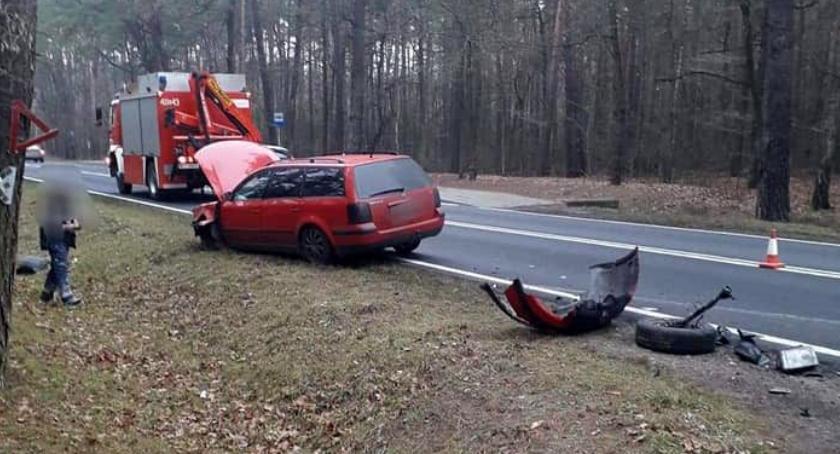 Wypadki drogowe, Zderzenie dwóch samochodów drodze Ciechanów Glinojeck [zdjęcia] - zdjęcie, fotografia