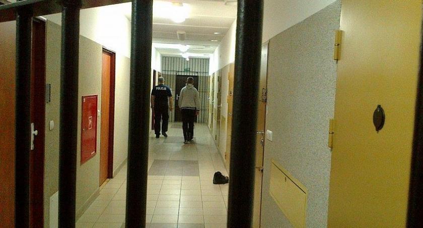 Kronika kryminalna, trzech pobili okradli obywatela Ukrainy - zdjęcie, fotografia