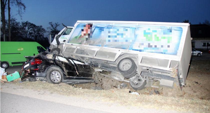 Wypadki drogowe, Koszmarnie wyglądający wypadek krajówce [wideo] - zdjęcie, fotografia