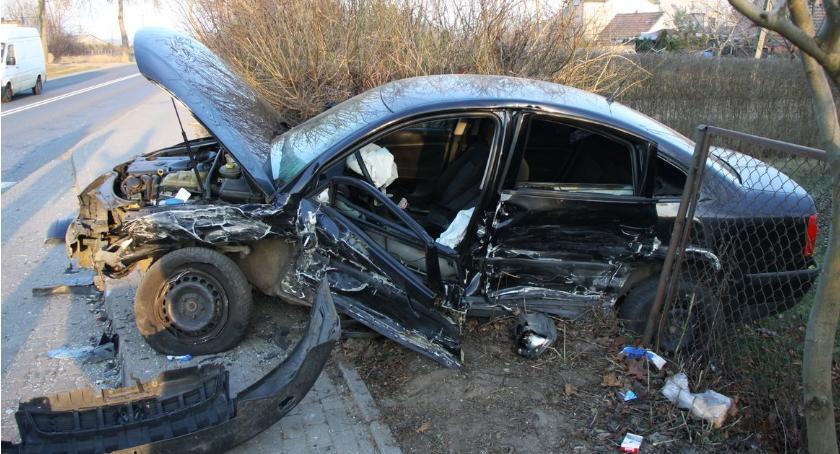 Wypadki drogowe, Volvo uderzyło Passata drodze Ciechanów Płońsk - zdjęcie, fotografia