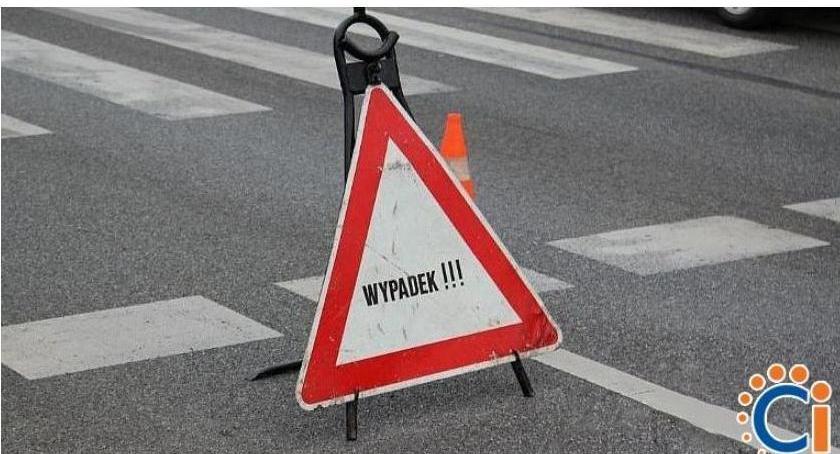 Wypadki drogowe, Dachowanie drodze Ciechanów Sońsk - zdjęcie, fotografia