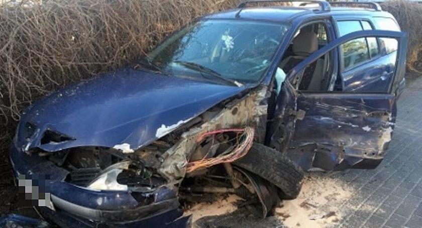 Wypadki drogowe, Pijany kierowca Renault uderzył ciężarówkę Grudusku [zdjęcia] - zdjęcie, fotografia