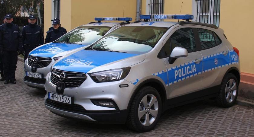 Społeczeństwo, Ciechanowska policja cztery radiowozy [zdjęcia] - zdjęcie, fotografia