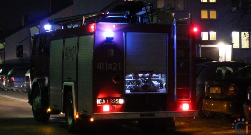 Pożary, Nocna akcja strażaków bloku centrum Ciechanowa - zdjęcie, fotografia