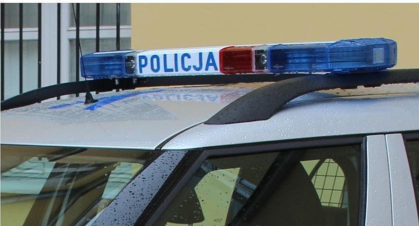 Policyjne interwencje, centrum Ciechanowa spłonął samochód Sprawę policja - zdjęcie, fotografia