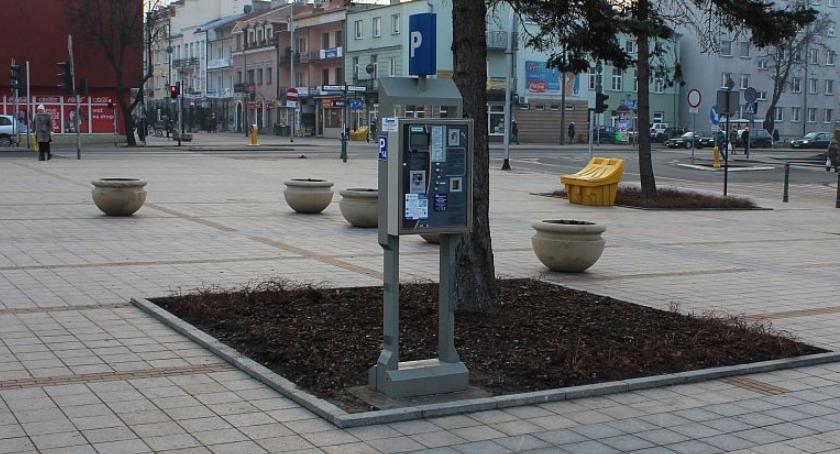 Samorząd, miasto zarabia płatnych parkingach - zdjęcie, fotografia
