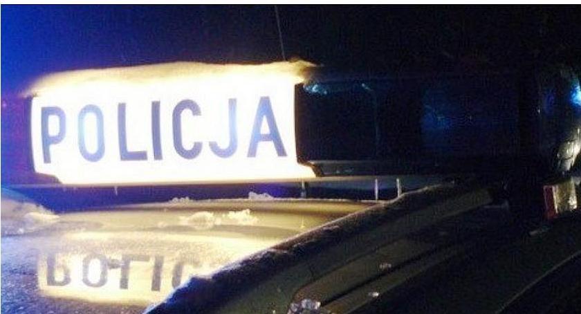 Wypadki drogowe, Dostawczak uderzył drzewo Kierowca kompletnie pijany - zdjęcie, fotografia