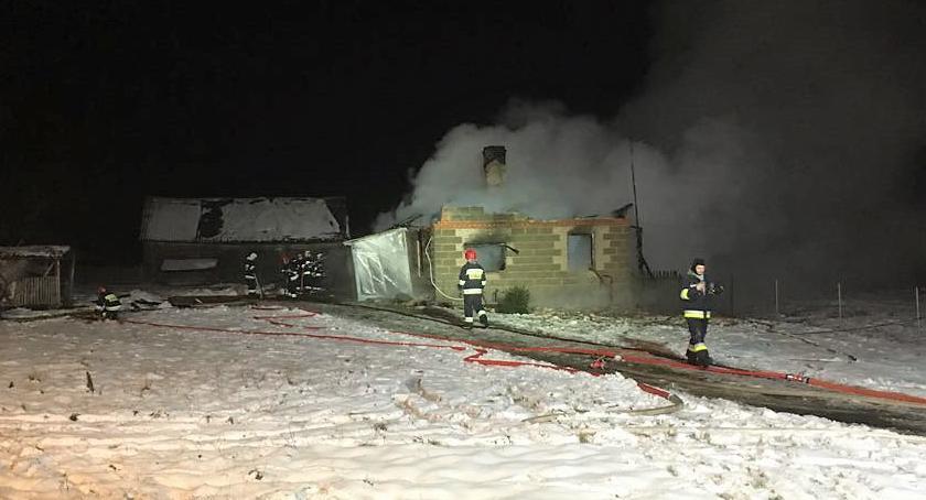Pożary, Pożar jednorodzinnego osoby podejrzane podpalenie [zdjęcia] - zdjęcie, fotografia
