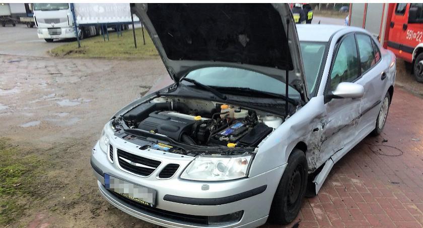 Wypadki drogowe, Zasnął kierownicą spowodował kolizję [zdjęcia] - zdjęcie, fotografia