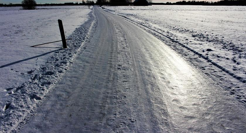 Komunikaty, ostrzega Oblodzenie mazowieckich drogach chodnikach - zdjęcie, fotografia