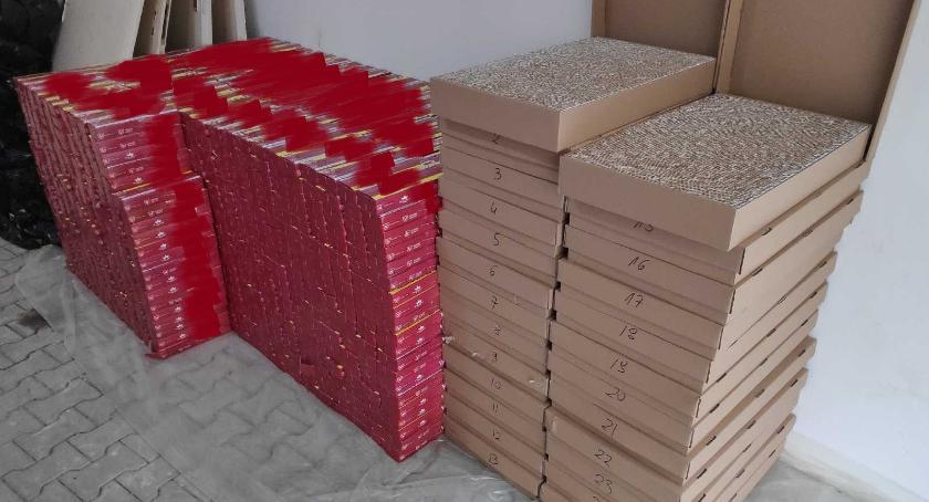 Policyjne interwencje, Nielegalna kontrabanda bazarze Straty mogły wynieść blisko pół miliona złotych - zdjęcie, fotografia