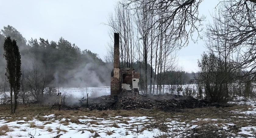 Pożary, Spłonął budynek jednorodzinny [zdjęcia] - zdjęcie, fotografia