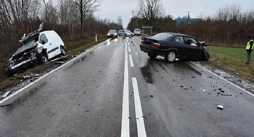 Wypadki drogowe, Czołowe zderzenie Citroenem - zdjęcie, fotografia