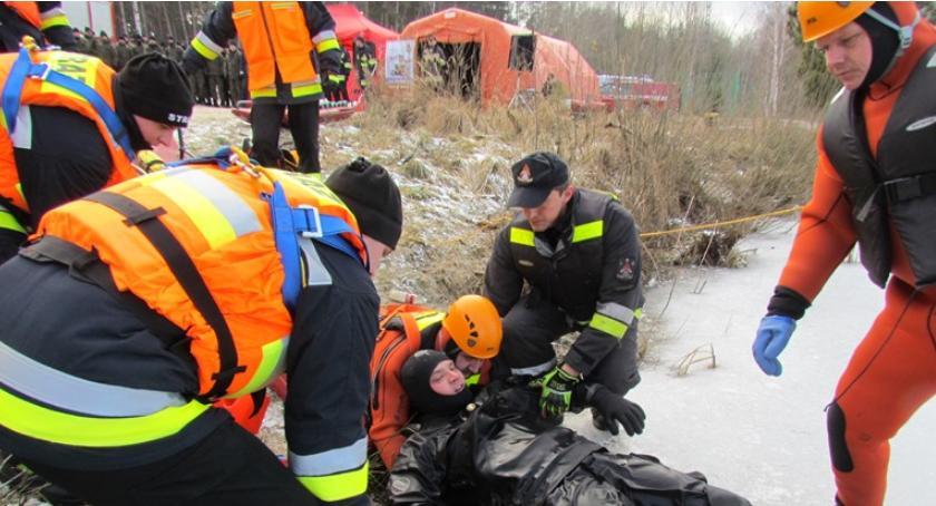 Działania Strażaków, Strażacy policja wojsko Krubinie [zdjęcia] - zdjęcie, fotografia