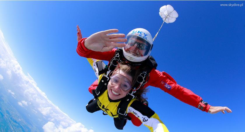 Porady i ciekawostki, Skoki spadochronowe doskonały prezent Walentynki! - zdjęcie, fotografia