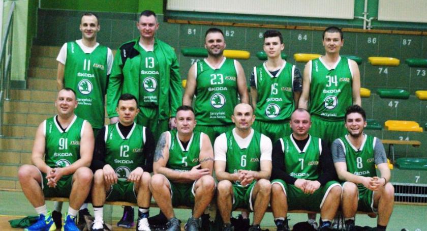 Koszykówka, MOSiR Ciechanów wciąż niepokonany - zdjęcie, fotografia