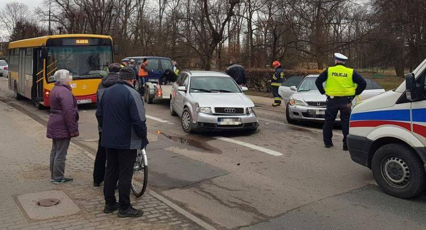 Wypadki drogowe, kolizji Sprawca ukarany mandatem Prawo jazdy posiada kilku miesięcy - zdjęcie, fotografia