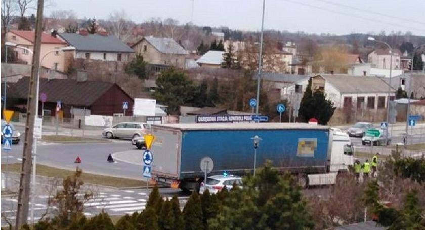 Wypadki drogowe, ostatniej chwili Wypadek rondzie Ciechanowie Droga zablokowana - zdjęcie, fotografia