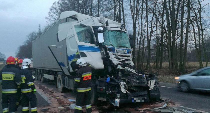 Wypadki drogowe, uderzył rębak krajówce Kierowca wpływem narkotyków [zdjęcia] - zdjęcie, fotografia