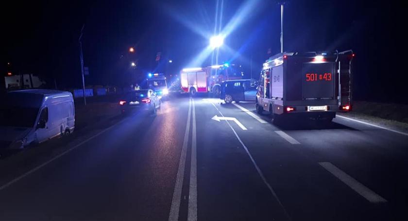 Wypadki drogowe, Wypadek sześćdziesiątce osoby ranne - zdjęcie, fotografia