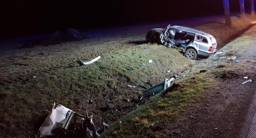 Wypadki drogowe, Skoda uderzyła drzewo kierownicą pijany latek ciechanowskiego [zdjęcia] - zdjęcie, fotografia