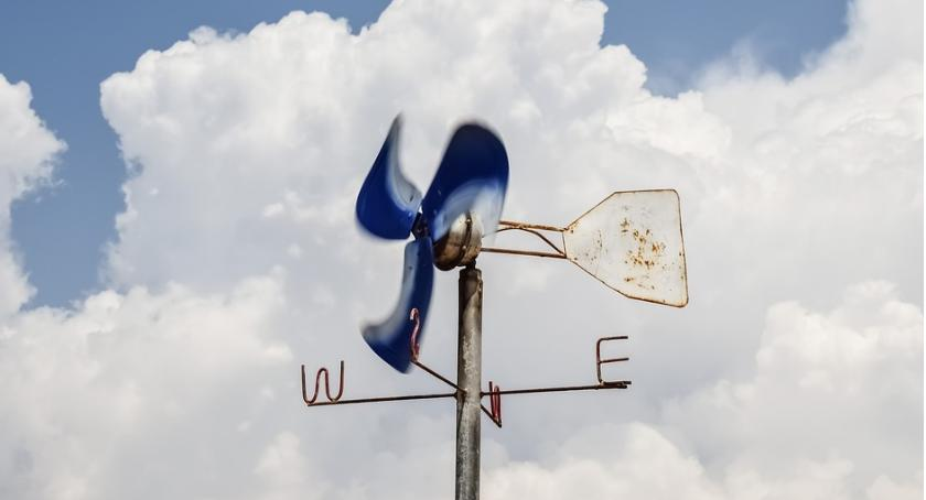 Komunikaty, Uwaga! Wraca silny wiatr ostrzeżenie powiatu ciechanowskiego - zdjęcie, fotografia