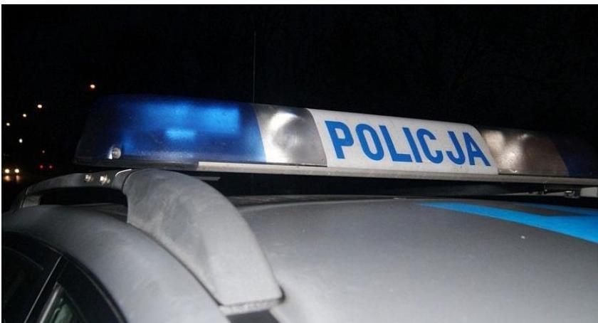 Pijani Kierowcy, uderzył słup Gostkowskiej kierownicą nietrzeźwy latek - zdjęcie, fotografia