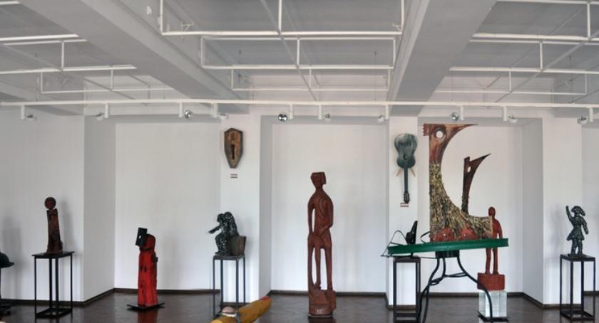 Wystawy, Wernisaż rzeźby trzech artystów PCKiSz - zdjęcie, fotografia