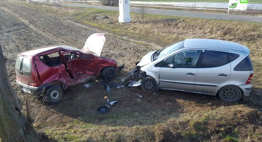 Wypadki drogowe, Osobówki zderzyły skrzyżowaniu [zdjęcia] - zdjęcie, fotografia