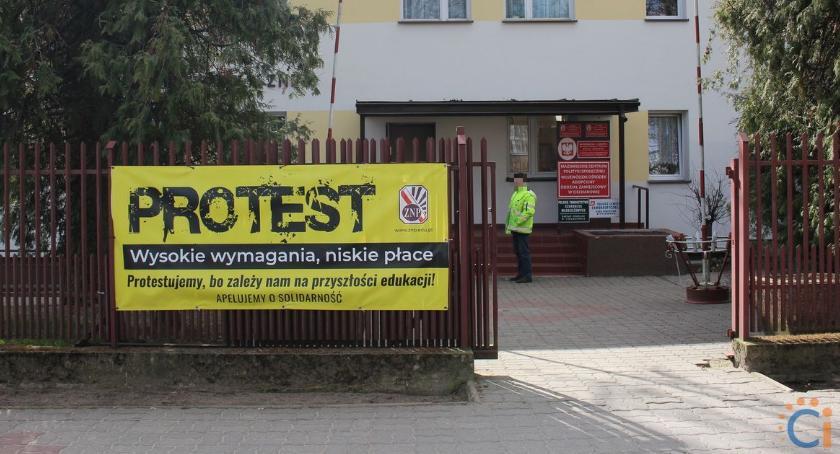 Edukacja, Większość nauczycieli Ciechanowa strajkiem Szkoły przedszkola zostaną zamknięte - zdjęcie, fotografia