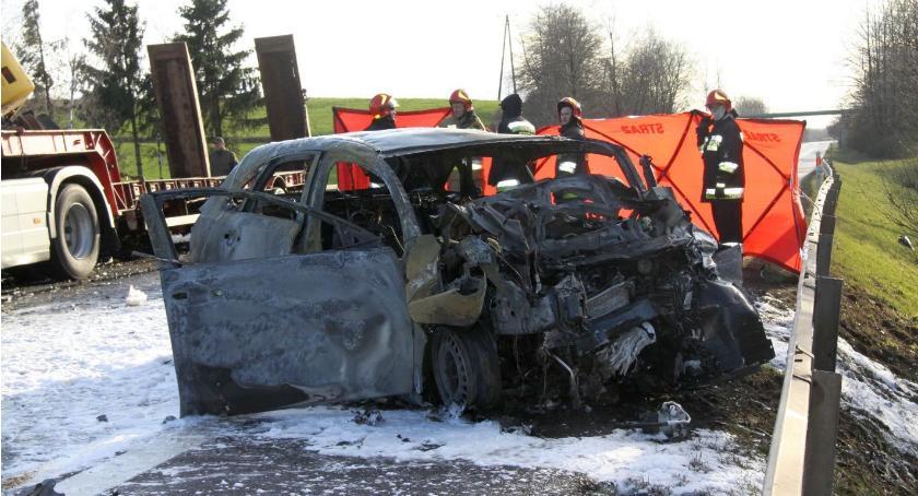 Wypadki drogowe, tragedii siódemce płonącym aucie zginęło trzech mężczyzn [zdjęcia] - zdjęcie, fotografia