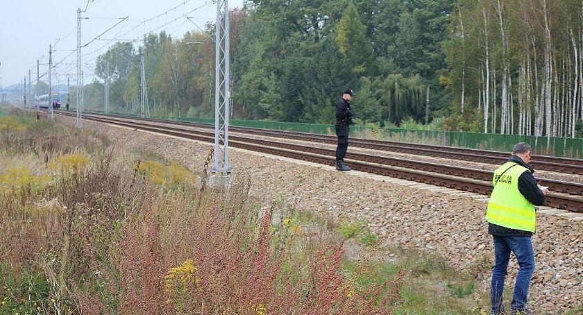 Policyjne interwencje, Tragedia torach Młody mężczyzna zginął kołami pociągu - zdjęcie, fotografia