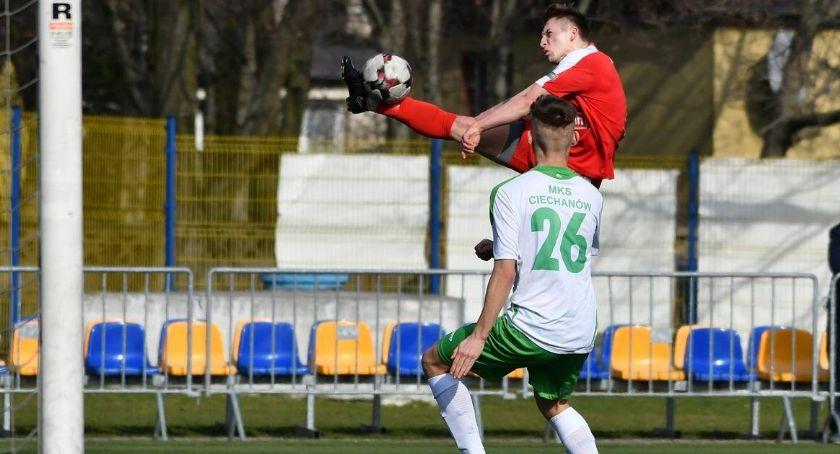 Piłka Nożna, Derby remis podzielił punktami Mławianką - zdjęcie, fotografia