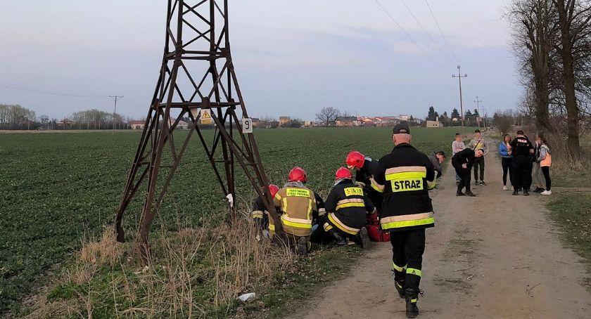 Policyjne interwencje, Nastolatek spadł słupa energetycznego - zdjęcie, fotografia