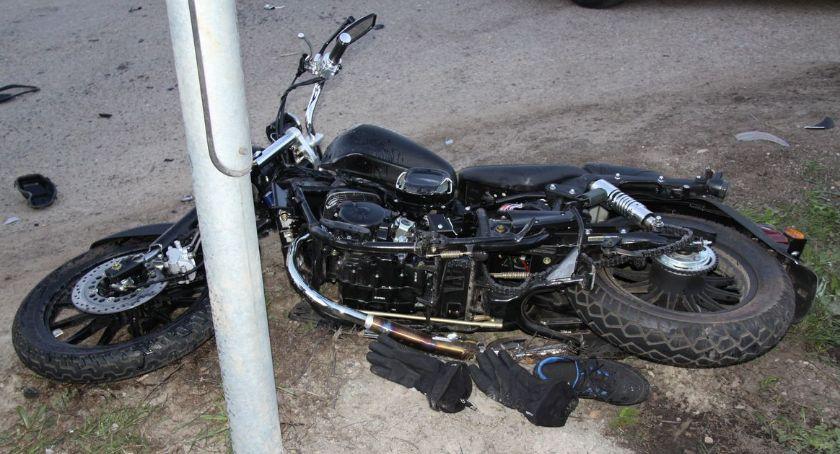 Wypadki drogowe, Nastoletnia kierująca ustąpiła pierwszeństwa motocykliście [zdjęcia] - zdjęcie, fotografia