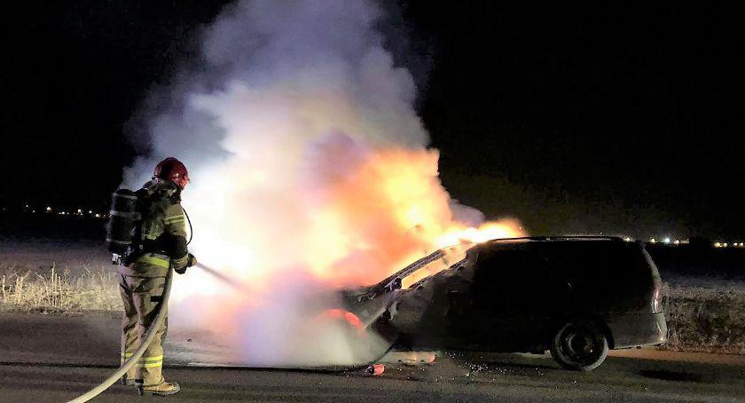 Pożary, Pożar Renault Pojazd zapalił podczas jazdy [zdjęcia] - zdjęcie, fotografia