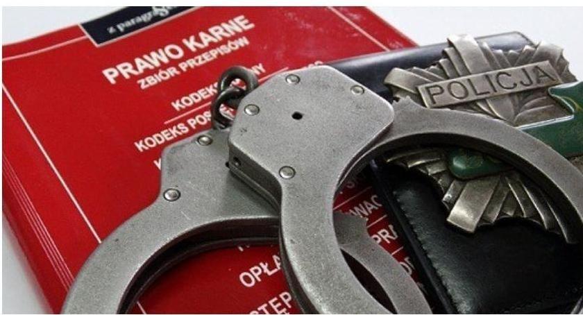 Sprawy kryminale , Policjant Ciechanowa służbie zatrzymał złodzieja recydywistę - zdjęcie, fotografia