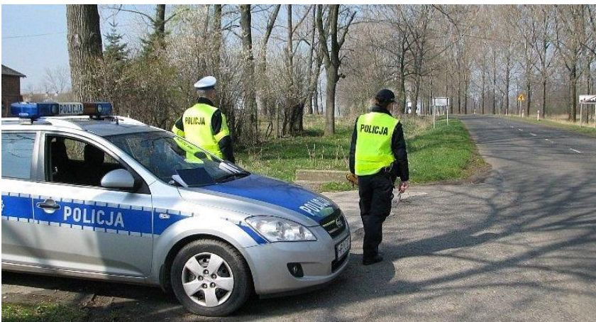 Działania Prewencyjne, Wzmożone kontrole policji czasie świąt - zdjęcie, fotografia