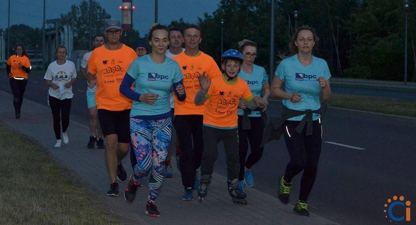 Bieganie, godzinne bieganie trzeci Ciechanowie możesz pomóc małej - zdjęcie, fotografia