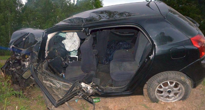 Wypadki drogowe, Toyota uderzyła drzewo Kierowca wpływem alkoholu [zdjęcia] - zdjęcie, fotografia